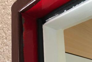 ドアとドア枠のクッション材としてのエアタイトゴム